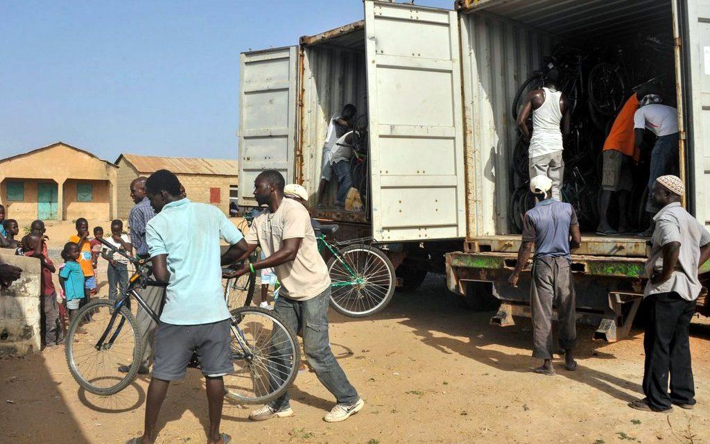 Kola pro Afriku: Čeští dobrovolníci podporují cestu ke vzdělání dětí vGambii