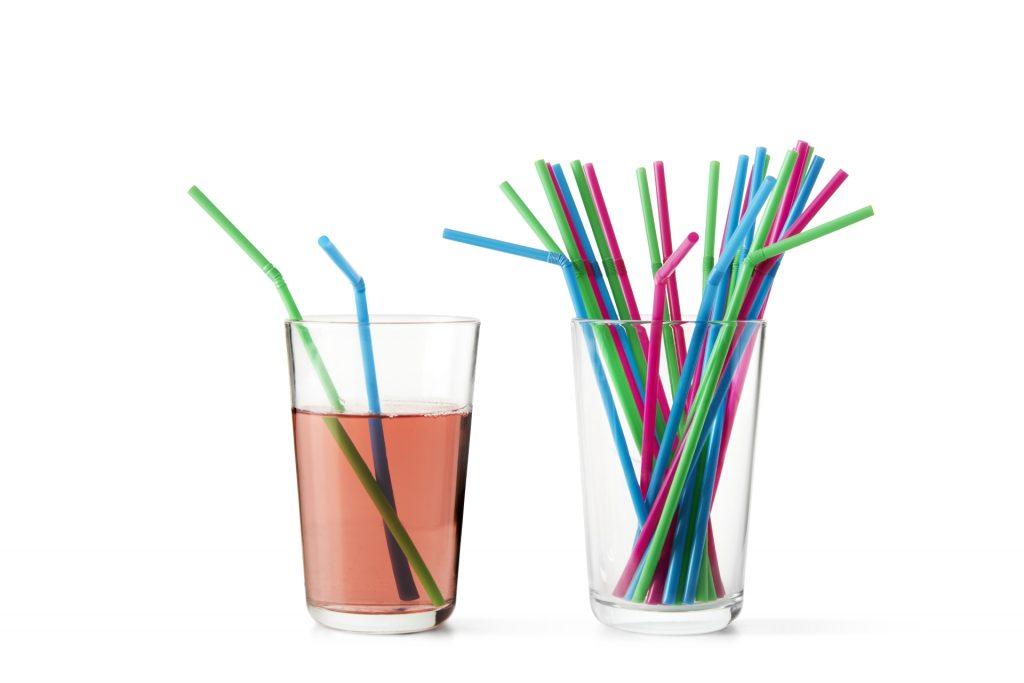 IKEA se do roku 2020 zavazuje omezit prodej a používání jednorázových plastových výrobků
